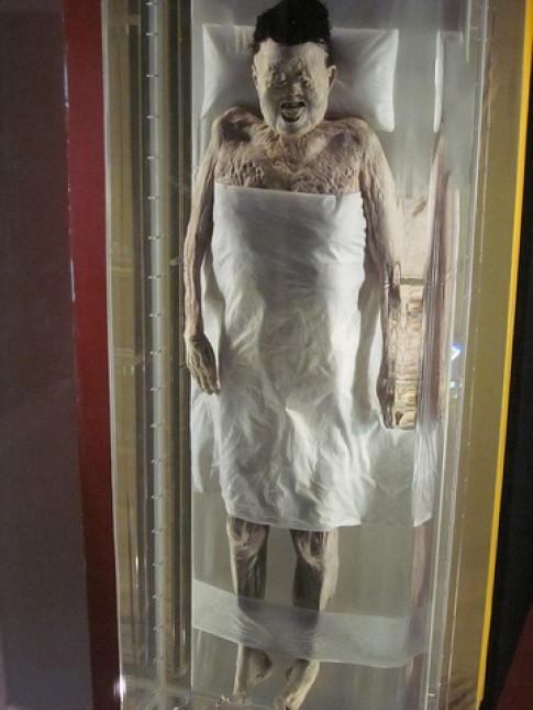 Bí ẩn xác ướp 2.100 năm tuổi tóc vẫn mượt mà, da còn mịn