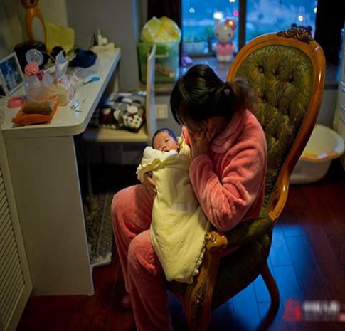 """Chỉ với mẹo nhỏ này, mẹ thoát ngay khỏi cảnh con sơ sinh """"ngủ ngày cày đêm"""""""