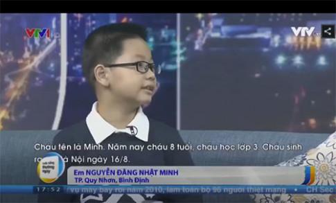 """Choáng với cậu bé Quy Nhơn 8 tuổi nói tiếng Anh như gió, học sinh cấp 3 cũng """"bái phục"""""""