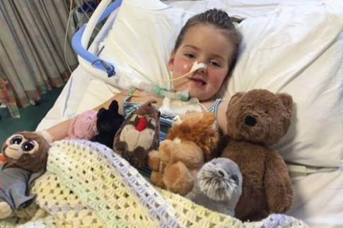 Cô bé 6 tuổi bị liệt toàn bộ cơ thể vì căn bệnh lạ vốn còn nhiều bí ẩn với giới y học