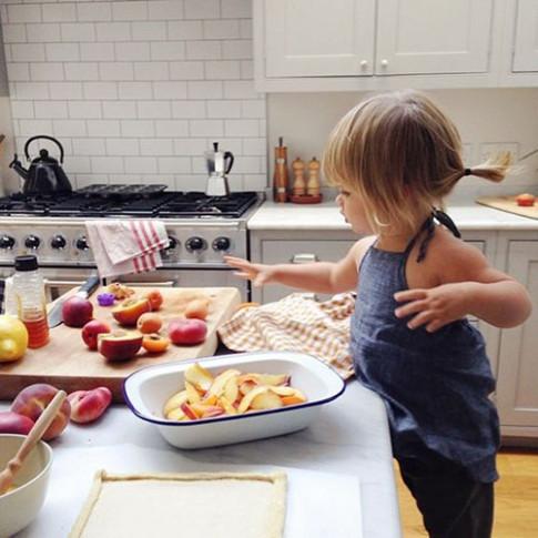 Có các đầu bếp tí hon này ở nhà, bố mẹ mệt mấy cũng phải vui cười