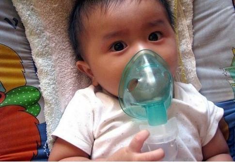 Có thể con đã mắc viêm phổi nếu có các biểu hiện này khi thời tiết chuyển lạnh