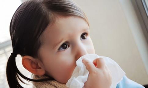 """Con hết nghẹt mũi khi giao mùa nhờ mẹ áp dụng loạt mẹo """"một phát ăn ngay"""""""