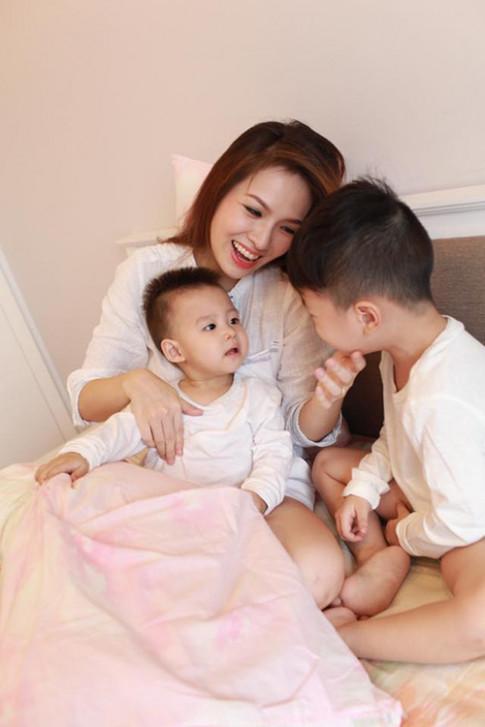 """Con trai """"lèo nhèo"""" không chịu đi học buổi sáng, Đan Lê nói câu khiến dân mạng bất ngờ"""