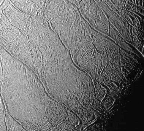 Đã tìm thấy tất cả những yếu tố cần thiết cho sự sống trên mặt trăng của sao Thổ