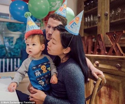Dụng ý chẳng ai ngờ khi ông chủ Facebook luôn cho con gái mặc áo xanh