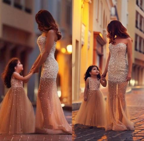 Gợi ý cho mẹ và con gái diện đồ đôi, tạo dáng chụp ảnh khiến ai cũng bị thu hút