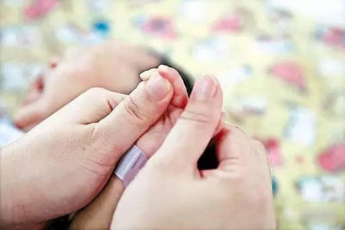 Hai bộ phận này của bé sơ sinh, càng được chạm nhiều trẻ càng thông minh