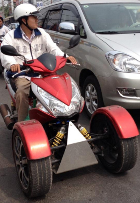 Honda Air Blade 110 do ba banh doc dao