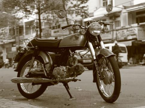 Honda Benly 50S 'cáu cạnh' giữa Sài thành