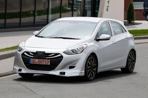 Hyundai i30 N 2017 dáng thể thao, động cơ mạnh mẽ
