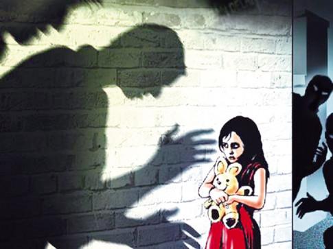 Khi trẻ bị xâm hại tình dục, cha mẹ cần phản ứng ra sao?