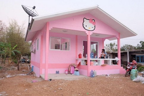 Ngôi nhà Kitty hàng trăm triệu đẹp như mơ bố mẹ xây tặng của bé gái... 3 tuổi