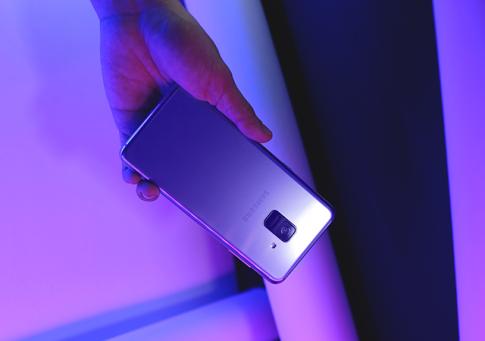 Người dùng nói gì về smartphone cận cao cấp của Samsung?