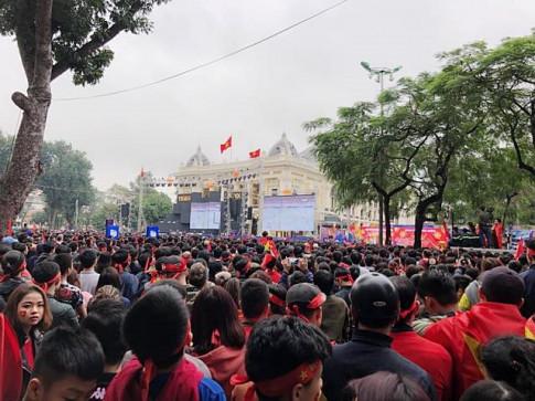 Người hâm mộ nín thở chờ U23 Việt Nam chiến thắng