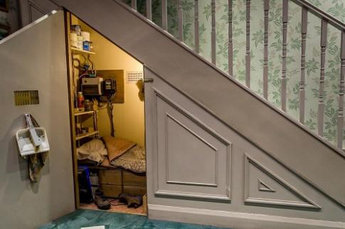 Nhà chật mà không biết tận dụng gầm cầu thang thì quá lãng phí