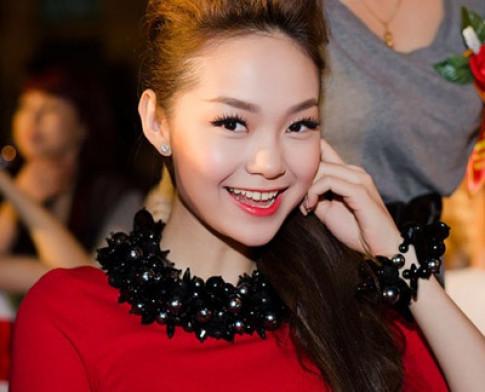 Những khóe môi đẹp mê hoặc của sao Việt