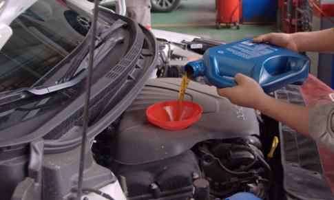 Ở Việt Nam, ôtô đi bao lâu cần thay dầu?