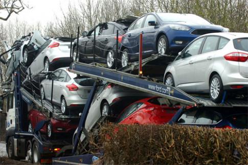 Ôtô mới thành phế liệu sau tai nạn