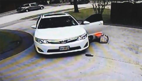Quên kéo phanh, nữ tài xế suýt bị xe chèn qua