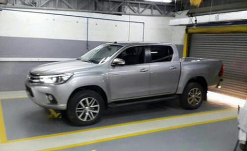 Toyota Hilux thế hệ mới lộ diện đầy đủ