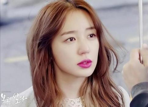 """Trang điểm """"môi cánh hoa"""" như Yoon Eun Hye"""