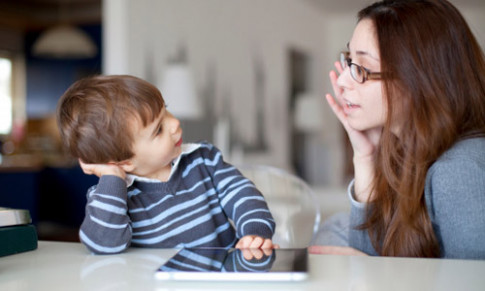 Trẻ bị rối loạn chú ý dễ nổi nóng, thiếu tập trung: Cha mẹ cần phải làm gì?
