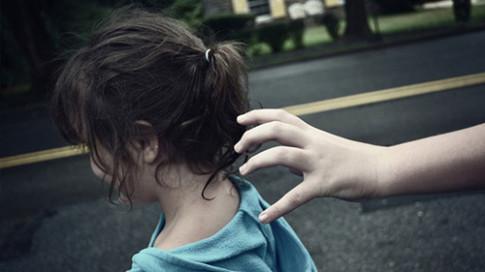 Từ vụ bé lớp 1 nghi bị xâm hại, con mấy tuổi mẹ nên bắt đầu giáo dục giới tính?