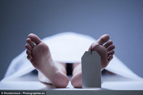 'Xác chết' bất ngờ tỉnh dậy trong nhà xác và làm điều không ai ngờ tới