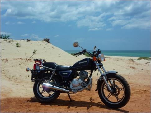 Người nước ngoài hướng dẫn mua xe máy ở Việt Nam