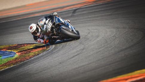 Chia se cua KTM ve khoi dong co tren chiec xe dua MotoGP KTM RC16