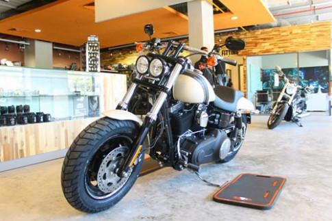 Harley-Davidson Fat Bob giá 700 triệu đồng tại VN