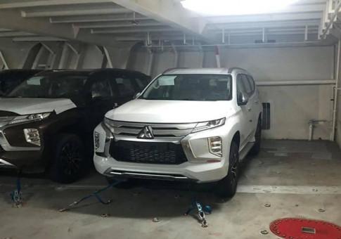 Hinh anh lo xe Mitsubishi Pajero Sport 2020 vua cap cang Viet Nam