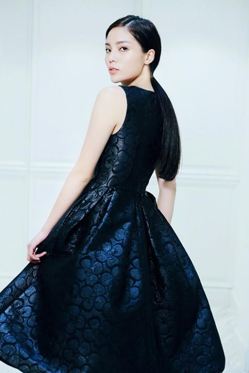 Kỳ Duyên muốn làm bà hoàng trong đêm Huyền thoại những chiếc đầm đen