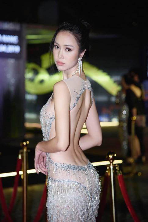 Vũ Ngọc Anh chỉ cách mặc đẹp với váy xuyên thấu