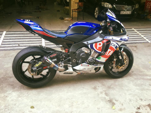 Yamaha R1 phong cách đội đua Pata đầy đồ chơi