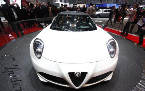 Alfa Romeo 4C Spyder banh choe tai Geneva