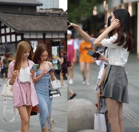Clip: Những cô gái người mỏng như giấy, mặc đẹp gây chú ý trên phố Trung Quốc
