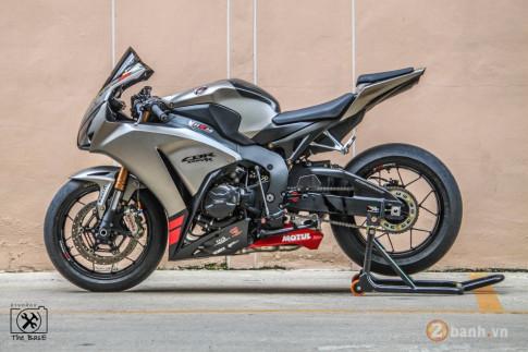 """Honda CBR1000RR chú """" Bò xám """" đầy cơ bắp và dũng mãnh"""