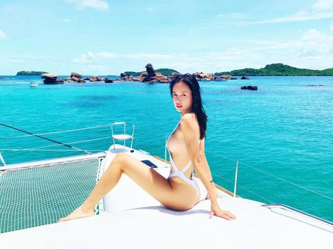 Monokini cut-out của Vũ Ngọc Anh được đánh giá táo bạo, hút mắt