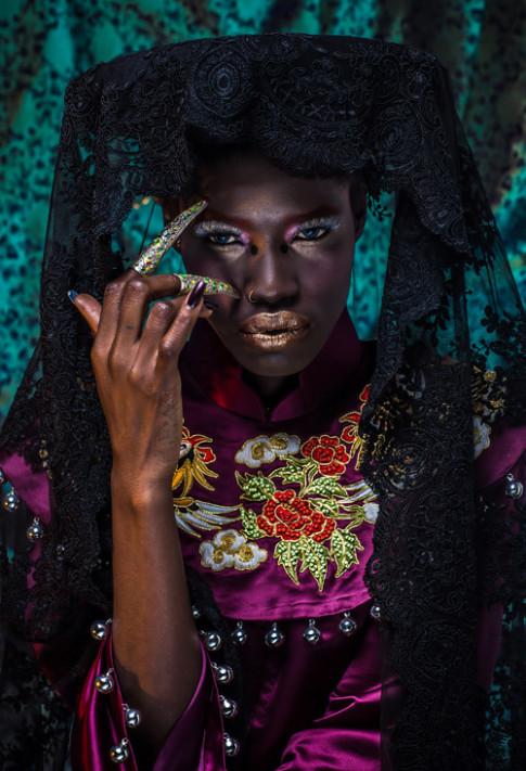 Người mẫu Châu Phi tự hào và xúc động khi mặc áo dài Việt cổ