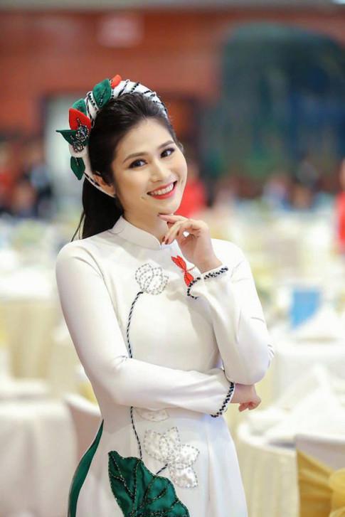Phong cách thời trang đời thường của BTV Minh Trang