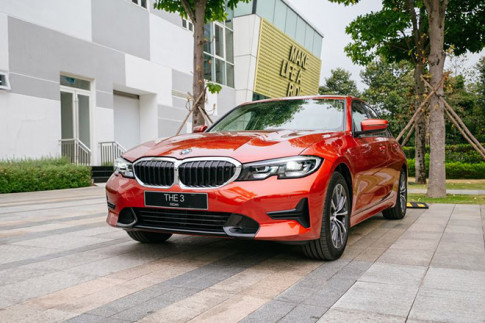 So sánh BMW 320i Sport Line vừa ra mắt và Mercedes-Benz C180