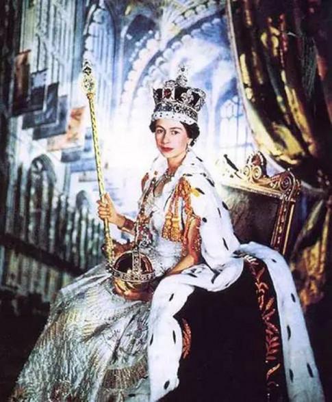 Bí mật về kho nữ trang đắt giá của nữ hoàng Anh