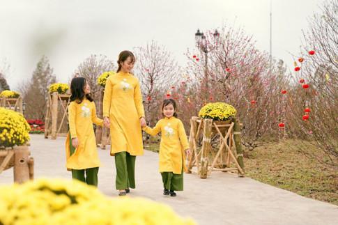 Bức tranh Tết qua tà áo dài tại Lễ hội hoa đào lớn nhất Việt Nam