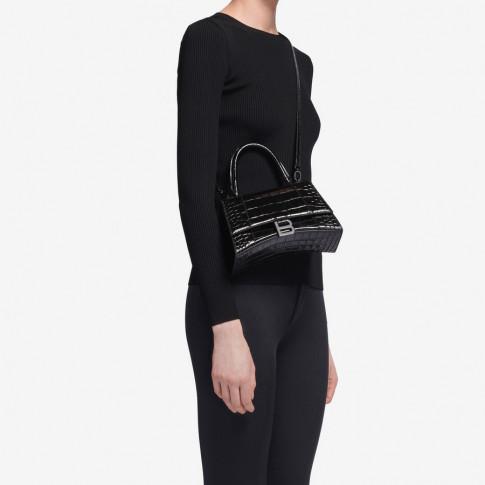 Chiếc túi này có gì đặc biệt khiến Tú Anh lẫn vợ Justin Bieber mê tít?