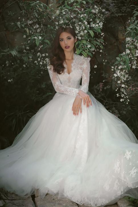 Minh Tú gợi ý váy cưới lộng lẫy tôn đường cong