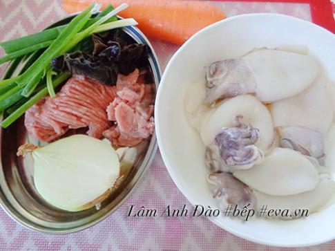 Mực nhồi thịt chiên giòn thơm ngon ngày lạnh