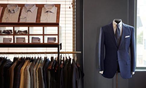 Những người đàn ông dễ béo nên chọn mua suit thế nào?