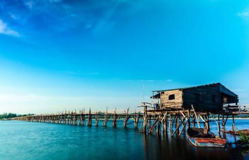 ' Nín thở ' trước vẻ đẹp ngây thơ khi đi qua cây cầu gỗ dài nhất Việt Nam